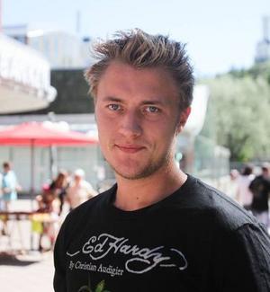 Fredrik Backman, 22, Söderhamn:– Jag gillar Söderhamn och har mitt jobb här. Det bästa är nog sommaren och skärgården. Jag tänker bo kvar.