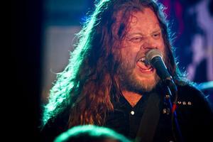 Chips Kiesby, sångare och gitarrist i Sator.