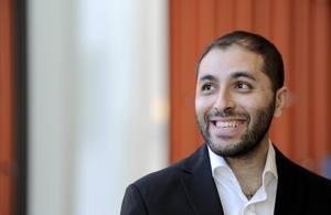 Kontrabasisten Raed Jazbeh leder Syrian Expat Philharmonic Orchestra, som i måndags spelade på Malmö Live.