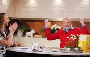 Svante Fredriksson från Aspås skrapade fram 250 000 kronor på en trisslott i direktsändning i TV4. Nyhetsmorgons programledare Tilde de Paula Eby och Peter Jihde applåderade vinnaren.