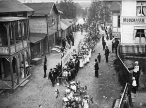 Det var i Grängesberg som det hela en gång uppstod då den första Barnens Dagsfesten anordnades där den 11-12 maj 1901 i Casselska parken. Bilden tagen i samband med Barnens Dag i Grängesberg, tidigt 1930-tal.