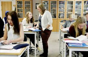 Här har klass 7b i Myrviken en mattelektion med fokus på geometri.
