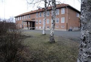 Ett klassrum i Ångsta skola har alldeles för höga halter av koldioxid i luften. Det har skolan påpekat i flera år, men inget har gjorts åt saken.
