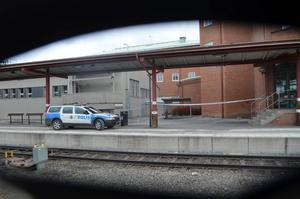 Den 60-årige mannen hittades på järnvägsstationen i Ånge med dödliga skallskador orsakade av yttre våld. Men ärendet är avskrivet som en olycka.
