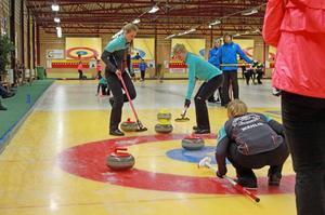 Sundbyberg/Panthera är ett av favoritlagen i JSM i curling och de vann den första matchen mot Djursholm.