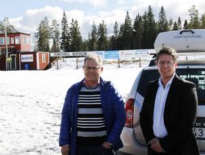 Gunnar Forsén, ordförande Timrå SOK och Björn Melander, ordförande Sundsvall biathlon, kämpar för att rullskidbanan uppe på Skönviksberget ska rustas upp.