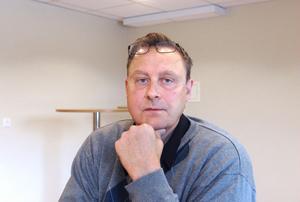 Kaj Gustafsson, utredare FoU Välfärd vid Region Gävleborg har sammanställt en rapport om GBL och GHB-problematiken i Bollnäs kommun. Uppdraget kommer från Bollnäs kommun och finansieras av länsstyrelsen. Under torsdagen berättade han om rapporten för politiker, polis och personer inom socialtjänsten i Bollnäs.