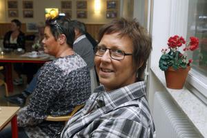 Yvonne Isberg, kokerska på skolan i Ramsjö, är glad om det blir mer att göra i köket och att inköpen kan göras i byns egen butik.