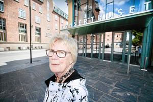 Musik är bra för både själ och hjärta. Det handlar om hälsa, säger Nini Elgström. Men att betala en åttadubblad hyra skulle göra att pensionärerna satt hemma i stället.