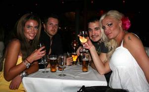 Blue Moon Bar. Megan Fox, Ron, Emil och Victoria Silvstedt