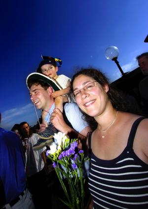 Ny svensk. Kanadafödda Anouk Jolin välkomnades som ny svensk medborgare av Falu kommun. Maken Erik Arrhén och sonen Leonel har redan svenska pass.