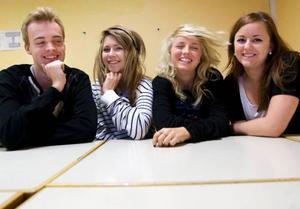 Framtida EU- parlamentariker? Anton Eldh, Julia Löfvenberg, Klara Secher och Elin Myhr går just nu på Jämtlands gymnasium Wargentin.  Foto: Håkan Luthman