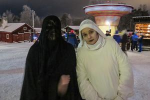 Bakom utklädnanden till Svarta damen fanns Sofie Jonsson, och Marina Andersson var Vita frun.