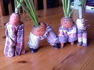 Morötterna fick också byxor och skor.