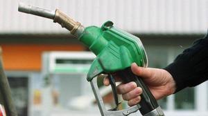 Sverigedemokraterna vill sänka bensinpriset med minst 1:13 per liter till årsskiftet.