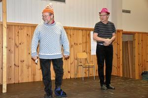 Improvisation. Erik Nilsson och Curt Eriksson, i en improvisation om två tågresenärer som inte känner varandra.