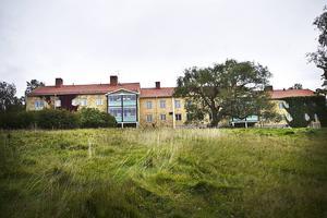 I Kulthammar har bedrivits såväl åldringsvård som callcenterverksamhet och asylboende.