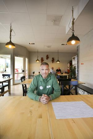 Bostäder behövs men först måste man se till att det blir fler arbetstillfällen i byn. Ett köpcenter beräknas ge 150 nya jobb, menar Henrik Weile på Coop i Storlien.