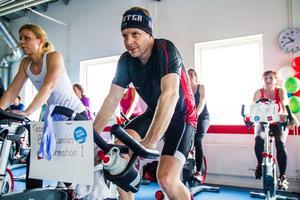 Spin of hope blev ett 12 timmar långt träningspass för Henrik Lowemark, Ljusdal.