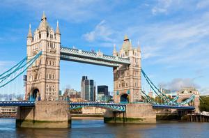 Bildtext 2: Promenera förbi Tower Bridge och fortsätt mot östra London.    Foto: Dmitry Naumov/Shutterstock.com
