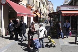 Gràcia är ett myller av kommers, som vid Plaça de la Llibertat. Men mindre företag dominerar fortfarande den lokala marknaden.
