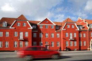 Många tar bilen till Danmark.
