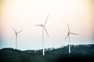 Samkraft äger sammanlagt tio vindkraftverk, varav tre står på Långberget utanför Arbrå.