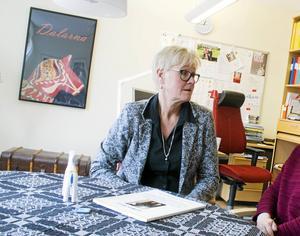 Karin Gunnars Hellgren, landstingets tandvårdschef, är frustrerad över att inte alla tandläkarna  kan börja jobba fullt ut.
