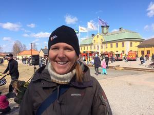 Verksamhetschefen Anna Björkman ställde in barnens egen brasa.
