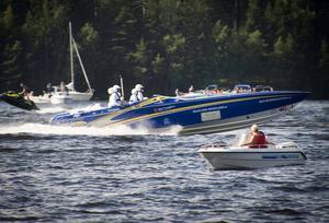 Denna båt var en av de häftigaste i lördagens Poker Runn. Snyggt målad, tuff besättning och ett härligt motorljud.