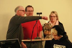 Fullmäktigeordförande Stig Jonsson, (S), lade sista lappen i voteringsurnan.