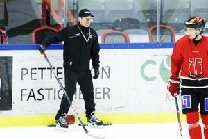 Niklas Eriksson vänder hem till Leksand under lördagen – med sitt Örebro Hockey.