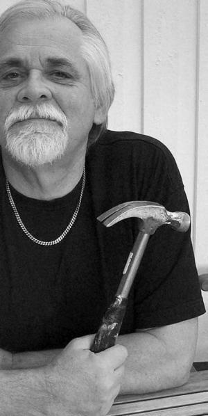 Bernt-Olov Andersson. Artikelförfattaren i verktygsboden.