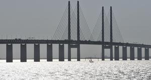 Många bilister väljer att åka till Danmark, till exempel via Öresundsbron.