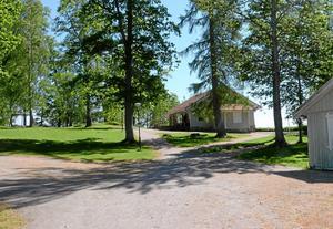 Sommarmiljö. Borgmästareholmen beskrivs som barnens ö. Förutom kaféet finns också lekplats, skog och stigar och en badplats. Foto: Veronica Svensson