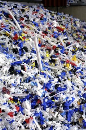 Surahammars kommunalteknik använder bland annat flisad plast som bränsle i pannorna för fjärrvärme.