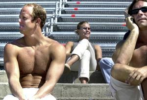 Lars Frölander, till vänster, var etablerad i världstoppen redan vid millenieskiftet, vann sedan OS-guld i Sydney och får nu sällskap på 25-bästalistan av Anna-Karin Kammerling, mitten, och stor del i deras framgångar hade förstås tränaren och coachen Hasse Bergqvist, som ses i bildens högerkant.