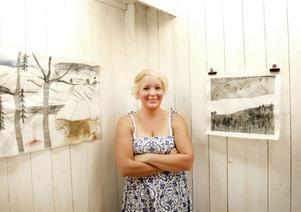 Linda Lasson från Härnösand har en utställning med broderier i Tallbo.