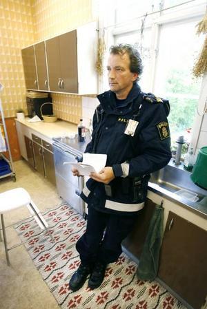 Johan Månsson, yttre befäl från Gävlepolisen, var på plats för att informera om olyckan på det möte som hölls i församlingshemmet vid kyrkan i Hedesunda.
