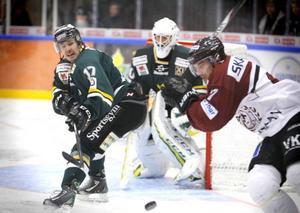 Pierre Larsson stressad i egen zon – men den här situationen löste ÖIK-veteranen till slut.