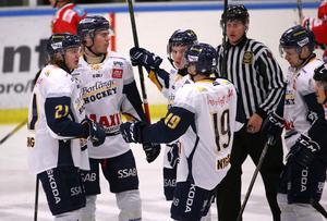 Borlänge Hockey fick måljubla fyra gånger mot Kumla, här efter Kasper Lindqists 1–0.