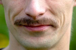Vinnarmustasch. Daniel Palmberg från Långshyttan kom trea i Aftonbladets och Cancerfondens mustaschkampanj mot prostatacancer. Men mustasch bär han bara för den goda sakens skull. –Jag ser så larvig ut i mustasch, säger Daniel Palmberg