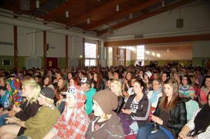 Publiken var stor och hängiven.