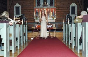 Sopranen Liine Carlsson gjorde ett vackert framträdande i Hörkens kyrka under Rotarys välgörenhetskonsert.