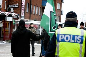 Polisens närvaro gjorde att det offentliga mötet gick lugnt till. Inga gripanden behövde göras under dagen.