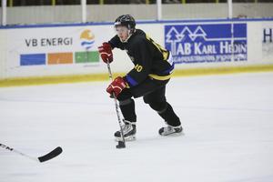 Säsongen 2013/2014 gjorde Jesper Persson 42 poäng (20+22) på 18 matcher i FAIK-tröjan. Nu är han tillbaka i klubben.