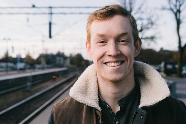 Gustav Åkesson vid Västerås Centralstation.