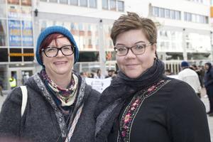 Linda Andersson och Annika Karlsson: VI är här för att visa solidaritet.