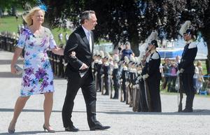 Utbildningsminister Jan Björklund kom till dopet med sin fru Anette.