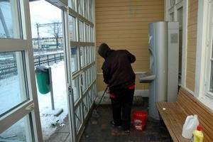 SKITIGT. Säkerhetstjänst i Tierp fick rycka ut och sanera väntrummet vid Tierps station efter att någon uträttat sina behov.